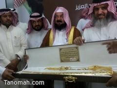 مكتب التربية ببني عمرو يشارك ثانوية الأمير سلطان تكريم مديره