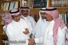 الشيخ علي بن سليمان يزور مكتبة العقيد م/ محمد بن فراج بن سامره