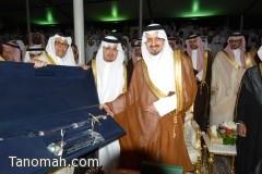 سمو أمير عسير يكرم محافظ تنومة عبدالرحمن الهزاني