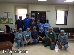 فريق طبي  يستأصل غضروف قطني  بالتخدير الموضعي بمستشفى عسير