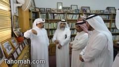 مدير تعليم النماص في زيارة لمكتبة بن فراج بمحافظة تنومة