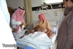 الدكتور الحفظي  يعايد المرضى بمستشفى عسير المركزي