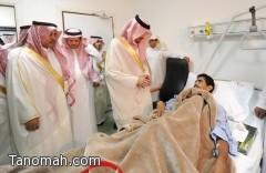 أمير عسير يزور الجندي القحطاني في المستشفى ويطمئن على صحته