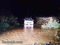 احتجازات في أمطار عسير وفرق الدفاع المدني تباشرها