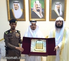 الهزاني ومديري ورؤساء الإدارات الحكومية يكرمون مدير شرطة محافظة تنومة
