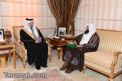 أمير عسير يتسلم تقريراً عن برنامج خادم الحرمين الشريفين لإعمار المساجد