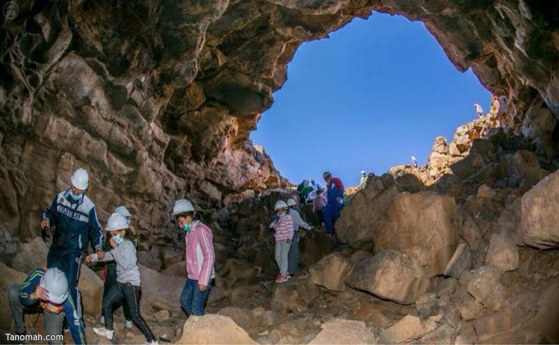 صور لأول رحلة سياحية لاكتشاف الكهوف بحائل