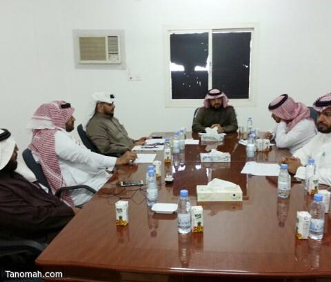 مكتب تعليم بني عمرو يناقش مؤشرات الأداء المدرسي