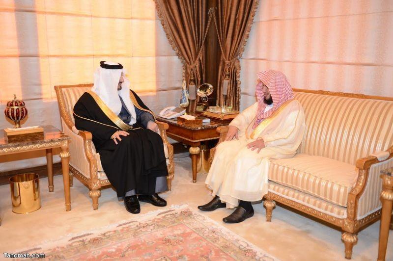 أمير عسير يستقبل رئيس المحكمة العامة ويتسلم دعماً مالياً للسياحة