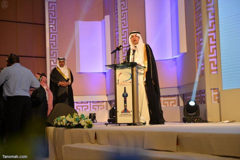 وزير الثقافة والإعلام يكرم الدكتور غيثان بن جريس