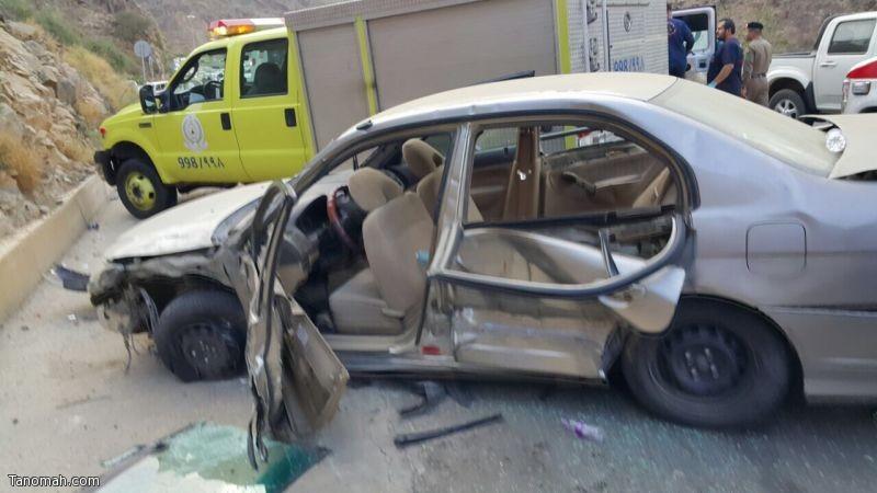 12 إصابة في حادث تصادم بين ثلاث سيارات
