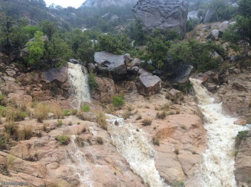 أمطار على تنومة وعدد من محافظات ومراكز منطقة عسير