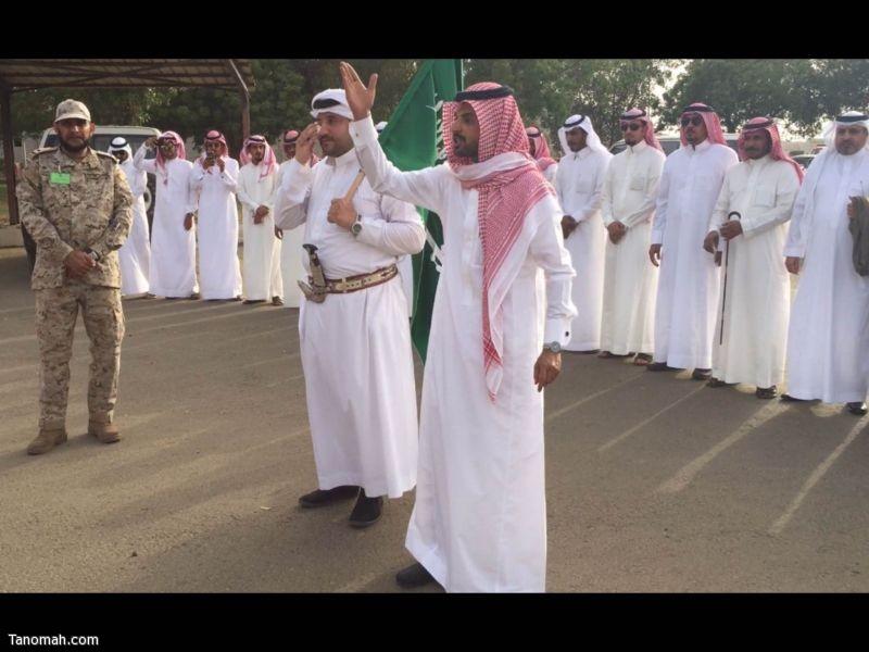 أبناء بني عمرو على #الحد_الجنوبي يحملون وثيقة المؤازرة ويساندون القوات المسلّحة المرابطة