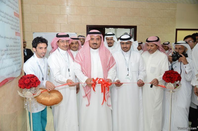 مدير جامعة الملك خالد يفتتح معامل تقنية الأسنان