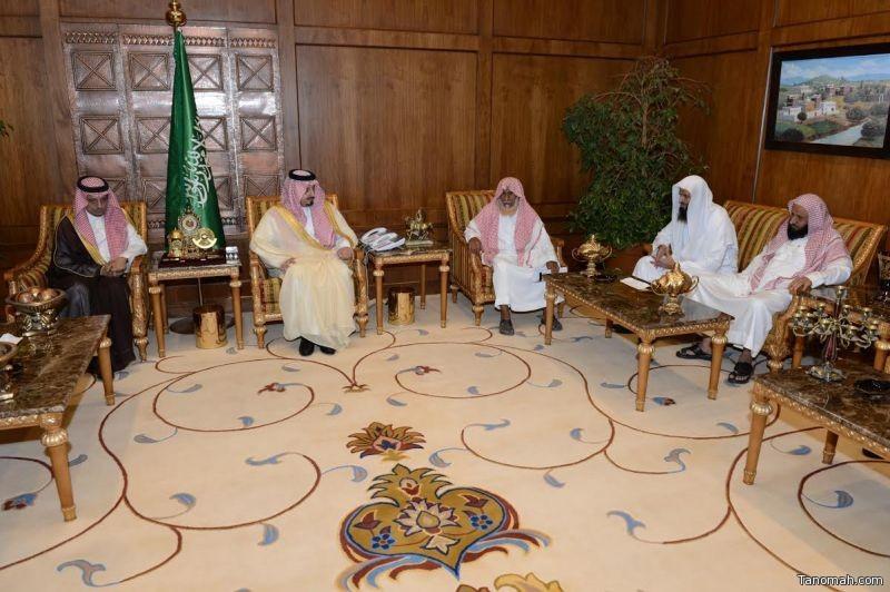أمير عسير يقدم تعازي القيادة لذوي الشهيد الأسلمي