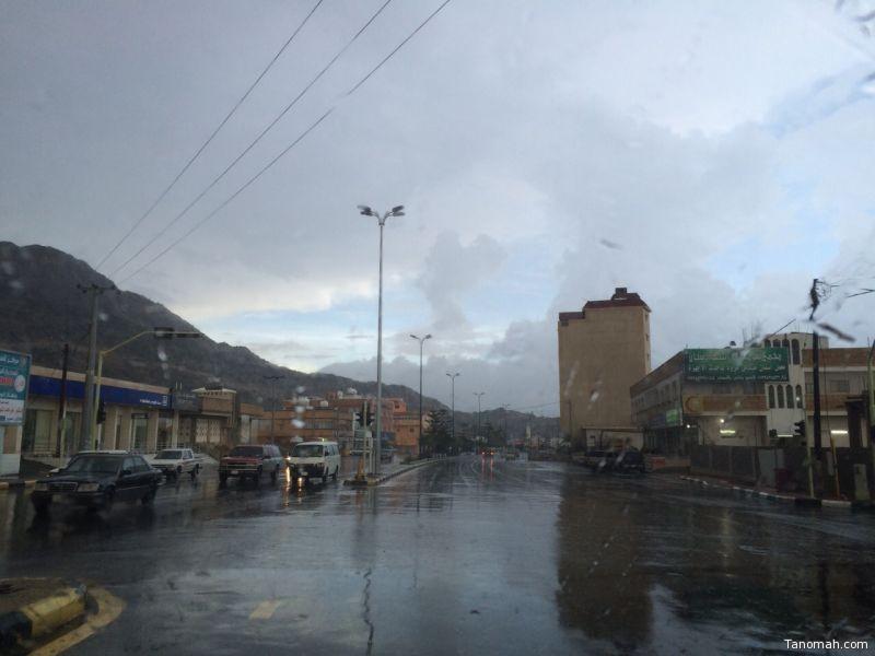 أمطار غزيرة على تنومة والنماص