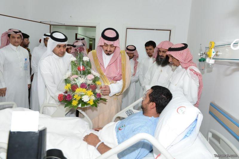أمير عسير يطمئن على المصابين بمستشفى عسير المركزي
