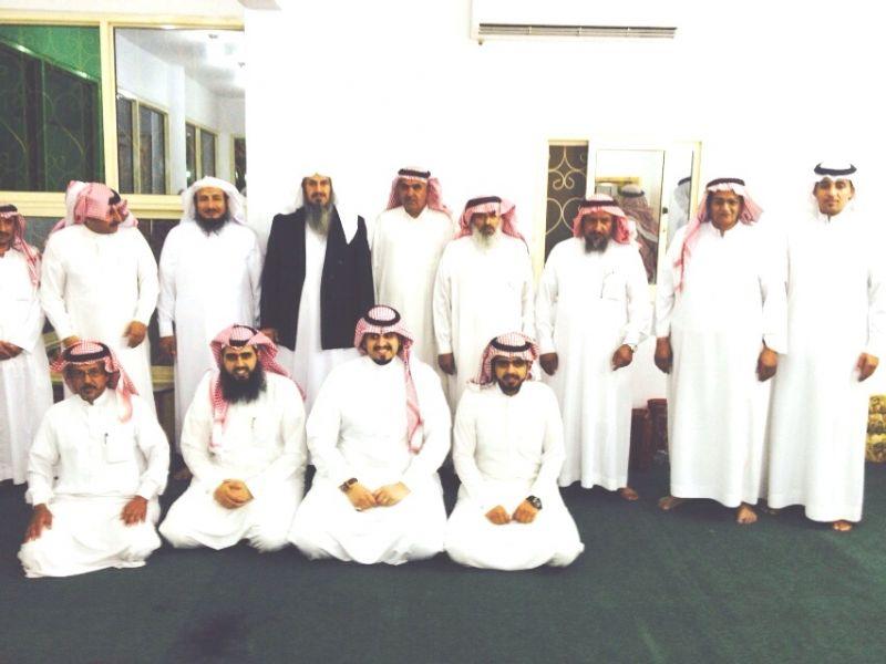 مدرسة هارون الرشيد بالأربوعة تكرم الأستاذ عبد الله بن أحمد بمناسبة تقاعده