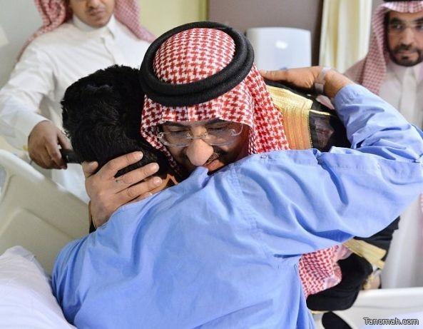 بالصور.. ولي العهد يزور عدداً من رجال الأمن المصابين أثناء مواجهات مع الحوثيين