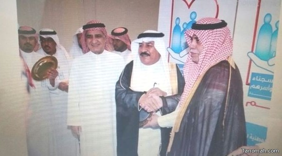 وزير الشؤون الإجتماعية يكرم الشيخ حمود بن حسن الشهري