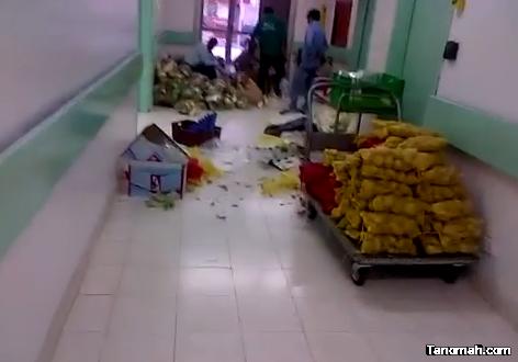 """فيديو يكشف فرز الأطعمة في ممرات مستشفى """"النماص"""""""