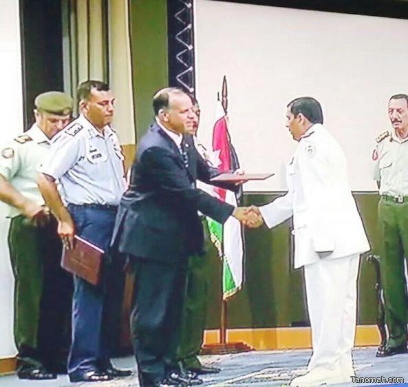 العقيد محمد آل شاهر يحصل على درجة الماجستير