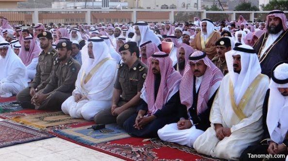 الهزاني يتقدم المصلين في صلاة عيد الفطر المبارك بمحافظة تنومة