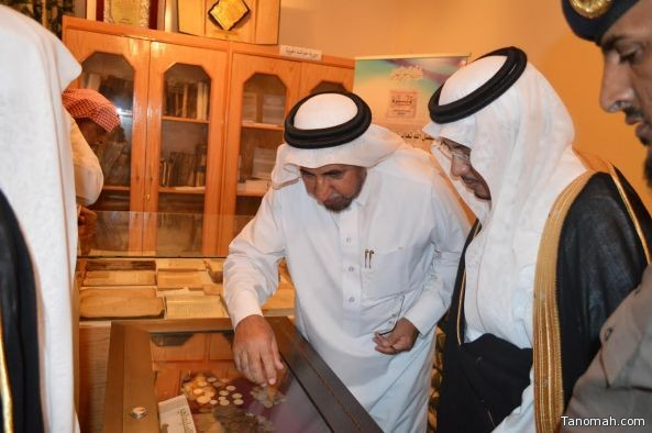 محافظ تنومة يفتتح مكتبة البروفسور أبو داهش للمخطوطات العربية