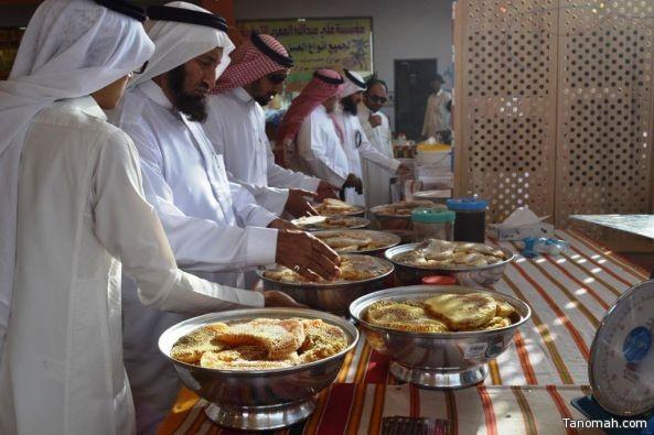 متسوقون ياطلبون بتمديد فترة مهرجان عسل النماص