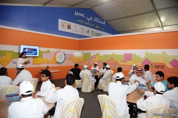  طلاب برنامج موهبة بجامعة الملك خالد يزورون معرض مشكاة التفاعلي