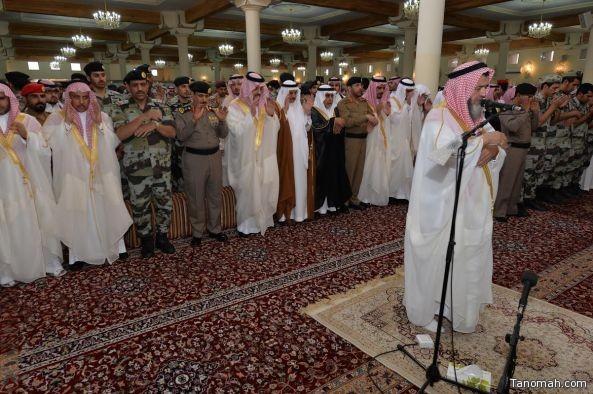 أمير عسير يؤدي صلاة الميت على شهداء الوطن وينقل تعازي القيادة