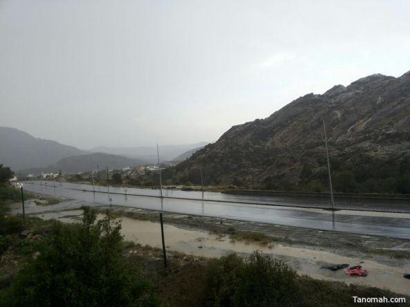 بالفيديو : أمطار غزيرة على تنومة