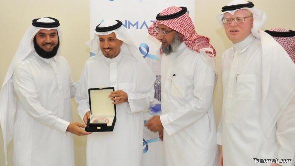الدكتور الغفيص يكرم عبدالله بن ظافر الشهري
