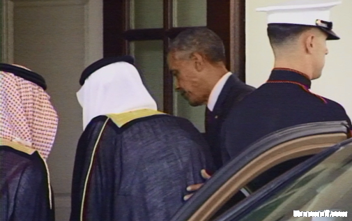 """""""أوباما"""" يخرج من البيت الأبيض لاستقبال #الملك_سلمان"""