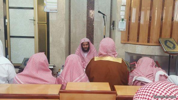 إمام المسجد النبوي يؤم المصلين في تنومة ويحل ضيفاً على الشيخ بن مسفر