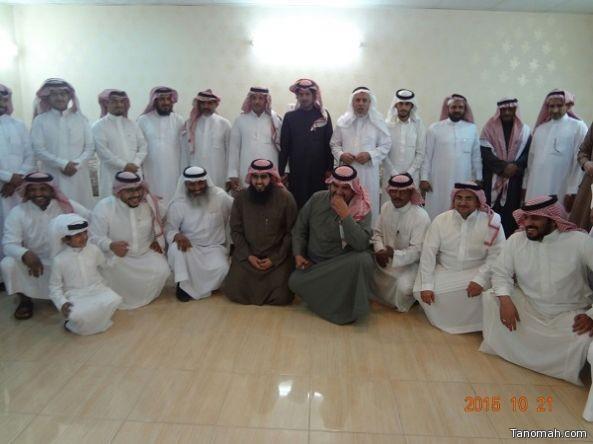 منسوبو مجمع الحسين بن علي التعليمي يحتفل بتكريم معلمين بمناسبة إحالتهما الى التقاعد