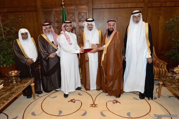 أمير عسير يكرم الشاب المتبرع بجزء من كبده لمريضه ويوافق على تأسيس فرع للجمعية السعودية الخيرية لأمراض الكبد