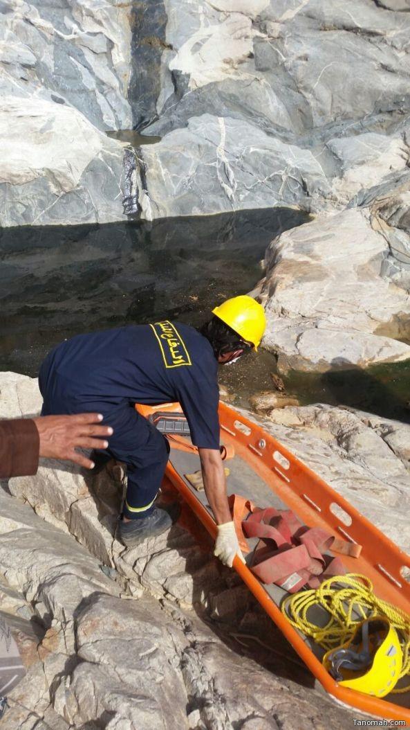 بالصور: العثور على جثة متحللة بأعلى وادي بيشة