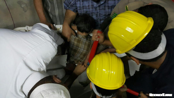 مدني محايل يحرر طفل احتجز داخل غسالة ملابس