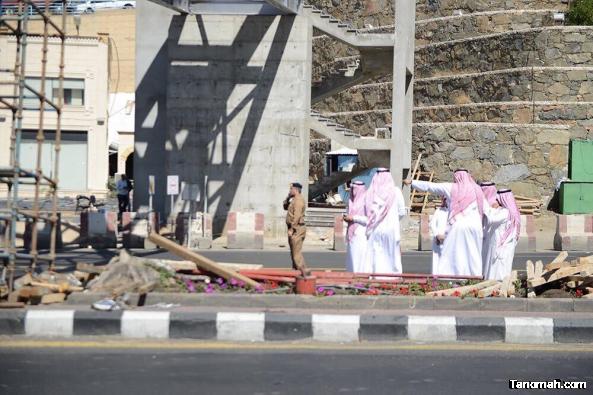 إصابات في سقوط جسر مشاة بأبها