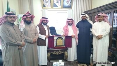 مكتب تعليم بني عمرو يتلقى التهنئة من منسوبي ابن القيم