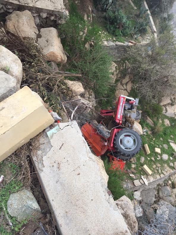 """سقوط """" حراثة"""" في #تنومة ومصرع سائقها"""