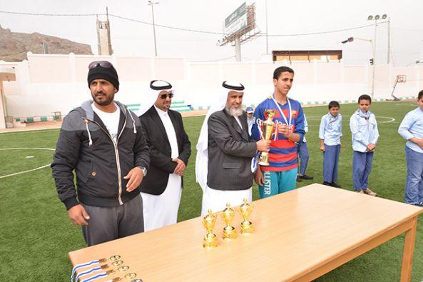 مدير تعليم النماص يزور ابتدائية ومتوسطة السعودية