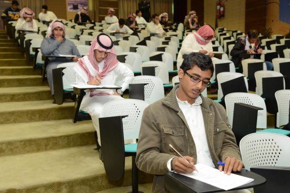 أكثر من ٦٥ ألف طالب وطالبه يؤدون الاختبارات بجامعة الملك خالد