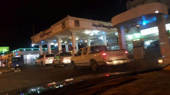 ازدحام في محطات الوقود بـ#تنومة و #النماص وتوقف في #تهامة