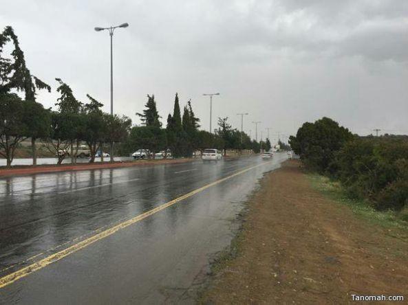 أمطار متفرقة على منطقة عسير