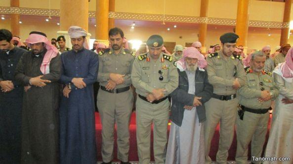 مدير شرطة عسير يؤدي الصلاة على جنازة رجل الأمن الناهسي