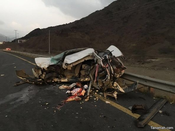 وفاه وتسع اصابات بحادث مروري على طريق ابها محايل عسير