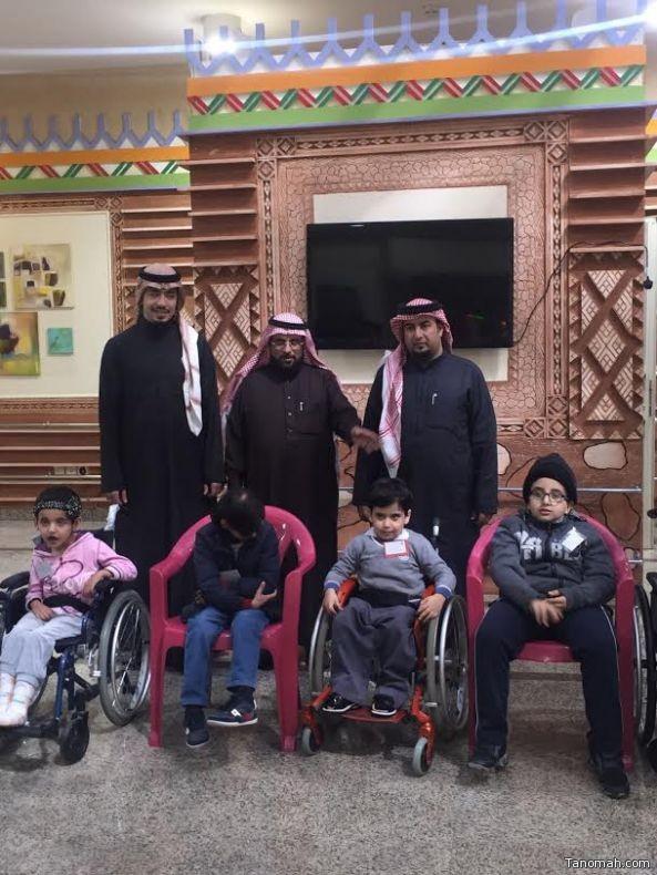 رئيس النادي الأهلي في زيارة للأطفال المعوقين بعسير