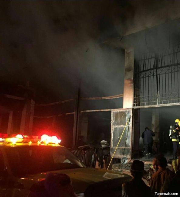عدد من فرق الدفاع المدني تُخمد #حريق شب في محلات تجارية بسبت العلاية